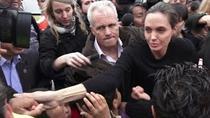 Angelina Jolie cu refugiatii