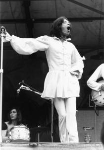 Mick Jagger in rochie, la un concert in 1960