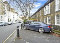 Loc de parcare de 350.000 de lire in Londra
