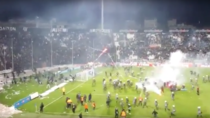 Fanii au invadat terenul la meciul PAOK Olympiacos
