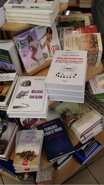 """Cartea """"Holocaustul. Gogorita diabolica"""" pe rafturile libraiei Mihai Eminescu din Capitala"""