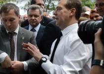 Dmitri Medvedev (dreapta)
