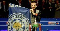 Mark Selby, impreuna cu steagul celor de la Leicester