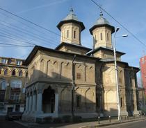 Biserica cu Sfinti 2