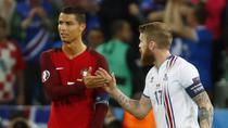 Momentul in care Gunnarsson ii cere tricoul lui Cristiano Ronaldo