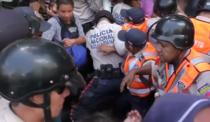 Politia protejeaza cumparatorii de alimente din Venezuela