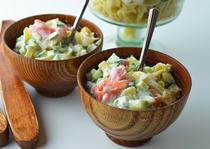 Salata de paste cu somon si castraveti