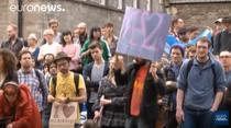 Tinerii britanici, dezamagiti de iesirea din UE