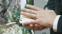 Aaron Chervenak s-a casatorit cu telefonul sau smartphone intr-o capela din Las Vegas