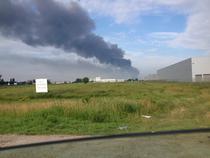 Incendiul la fabrica de pantofi Jilava a ridicat luni un fum gros deasupra capitalei