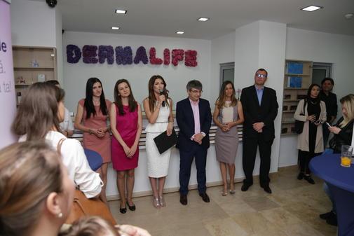 O parte din echipa de medici DermaLife