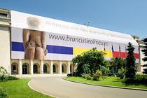 Banner pe cladirea Guvernului