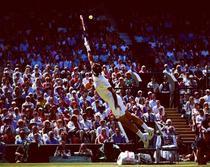 Roger Federer si zborul sau catre minge