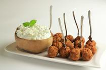 Chiftelute grecesti cu sos tzatziki