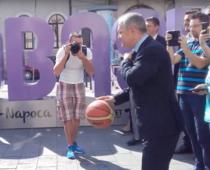 Emil Boc jucand basket