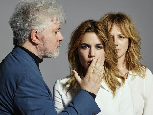 Pedro-Almodovar-and-the-actresses-of-Julieta