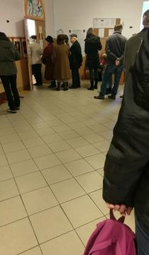 Coada la o sectie de vot in Bucuresti, cartierul Militari