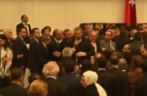Inca o bataie in parlamentul turc