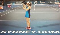 Johanna Konta, cu trofeul de la Sydney