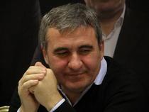 Gheorghe Hagi ramane lider