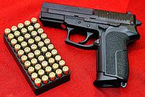 Pistol semi-automat