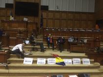 Sit-in USR la Parlament, peste noapte