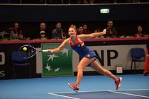 Irina Camelia Begu, cu mingea in racheta