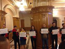 Parlamentari USR protesteaza