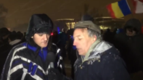 Jurnalistul BBC, vorbind cu protestatarii