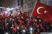 Protest in fata consulatului Olandei din Istanbul
