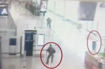 Femeia-soldat de pe Orly, luata ostatic de atacator