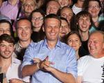 Alexei Navalny (centru)