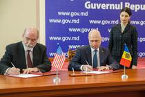 Premierul moldovean Pavel Filip a semnat un acord cu o firma americana de explorare