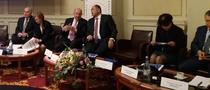 O parte a conducerii Asociatiei Romane a Bancilor la o conferinta de presa