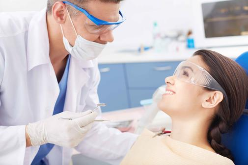 Femeile merg mai des la cabinetele stomatologice decat barbatii