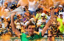Roger Federer, cu trofeul de la Miami