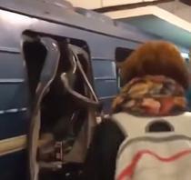 Explozie la metroul din Sankt Petersburg
