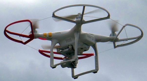 Drona si multimea
