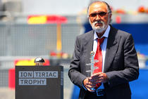 Ion Tiriac si trofeul competitiei de la Madrid