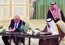 Trump semnand acorduri economice cu regele Salman