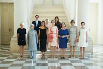 Fotografie cu partenerii liderilor NATO