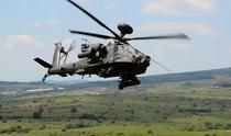 Elicopter de atac AH-64 Apache in poligon la Cincu