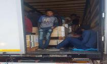 Migranti ilegali ascunsi intr-un tir cu piese auto