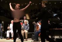 Concert Woody Allen, intrerupt de Femen