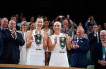 Ekaterina Makarova si Elena Vesnina, castigatoarele probei de dublu de la Wimbledon