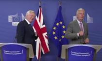 David Davis si Michel Barnier au demarat negocierile de Brexit