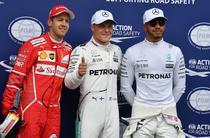 Bottas (centru), pole position in Austria