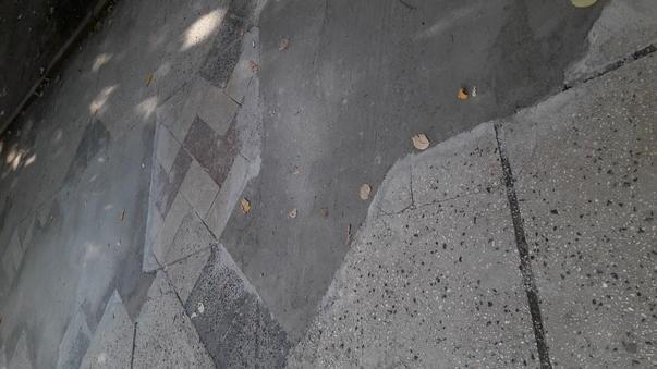 Barbarie de reparatii la trotuarul de pe Bdul Unirii (3)