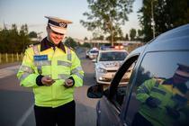 Politist rutier in trafic