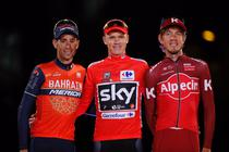 Chris Froome (centru), castigatorul La Vuelta